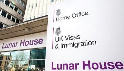 Migranti espulsi: è scontro tra l'Home office e gli avvocati che li difendono
