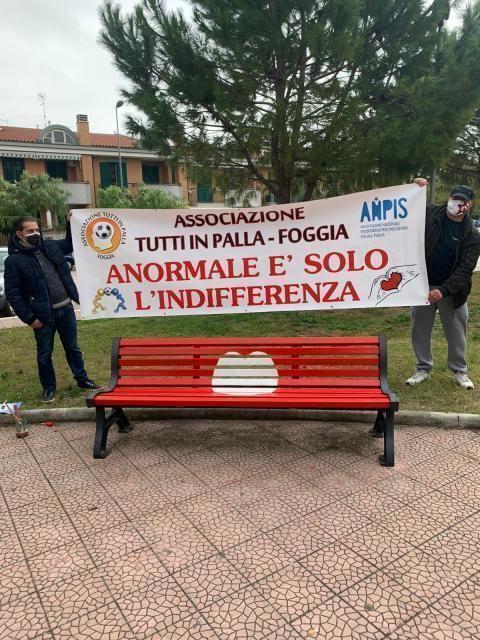 """""""La giornata contro la violenza sulle donne: panchina rossa"""""""