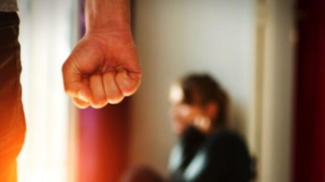 Violenza sulle donne: 9 ragazze su 10 non si sentono al sicuro, lavoro e web i luoghi delle molestie