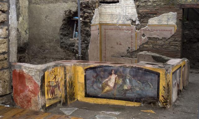 Nuova scoperta a Pompei: riaffiora intatto il Termopolio della Regio V