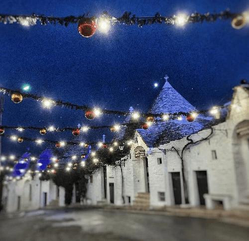 Natale 2020, Alberobello si accende di luci e di magia con il «Christmas lights» 2020
