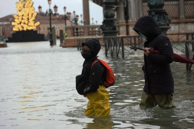 Venezia allagata, il Moseaffonda