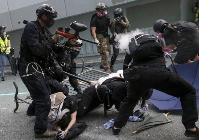 """Hong Kong. Gli arrestati """"collusi"""" con forze straniere. 10.171 arresti per proteste"""