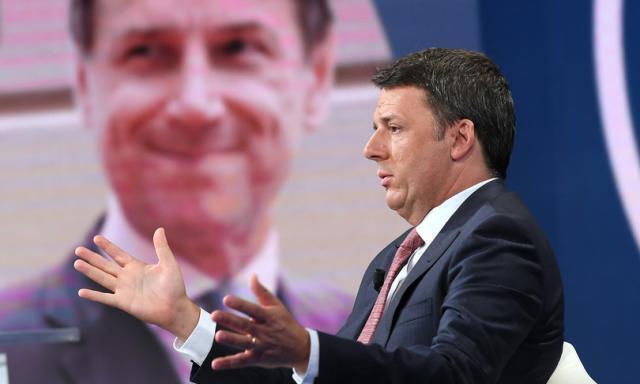 """Renzi scrive a Conte: """"No ai pieni poteri, la situazione è seria"""""""