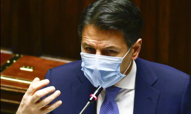 O stampiamo moneta o svenderemo l'Italia: è il momento di scegliere da che parte stare
