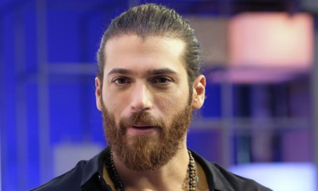 L'attore turco Can Yaman è stato multato  a Roma per assembramento