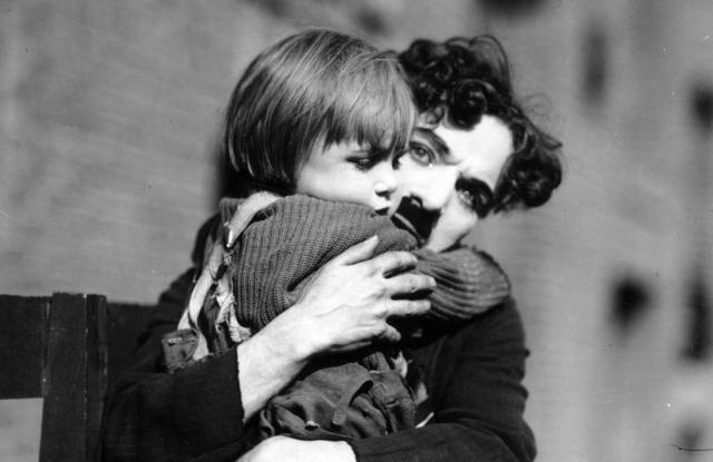 """""""Il monello"""" di Chaplin compie cento anni"""
