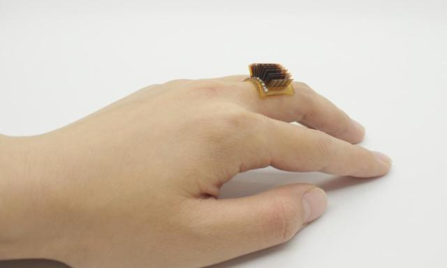 L'anello che trasforma il corpo umano in una batteria ricaricabile