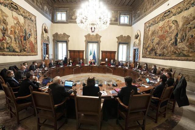 Il governo ha scelto viceministri e sottosegretari. Quasi la metà sono donne, un solo tecnico