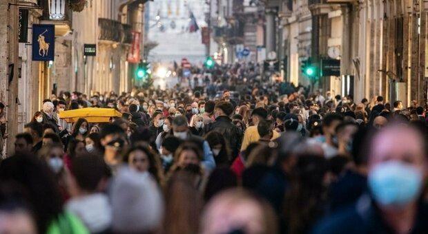 È stato un sabato di assembramenti a Roma e Milano. E c'è scappata la rissa