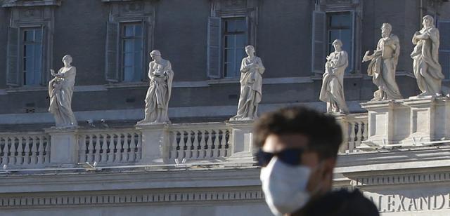 In Vaticano chi non vuole il vaccino rischia il licenziamento