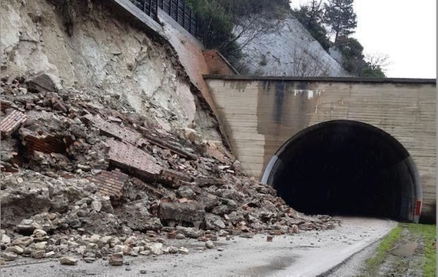 Orsara, sarà ricostruito il costone crollato sulla Statale 90