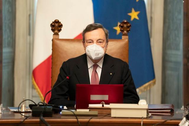 Draghi al Senato per la fiducia. I leader dei partiti fanno 'rete'