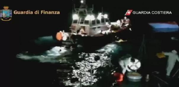 Naufragio migranti in Italia: guardia costiera in cerca di dispersi