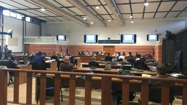 Taranto, al processo sui fumi Ilva le richieste di condanna dei Pm: 28 e 25 anni per i Riva, 5 per Vendola