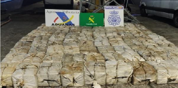 Trafficanti affondano nave con 3 tonnellate di cocaina a bordo