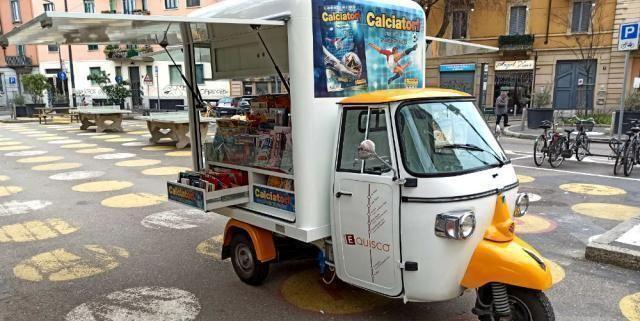 L'edicola diventa mobile e viaggia in Ape car, dopo Milano il bis a Varese