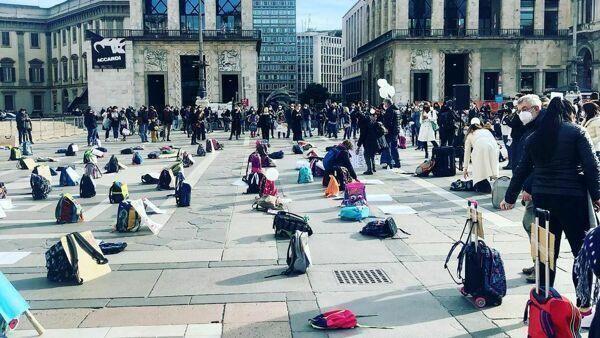 La scuola in piazza contro la Dad, da Milano a Roma