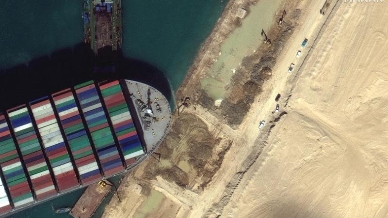 Non si esclude l'errore umano per il blocco nel canale di Suez