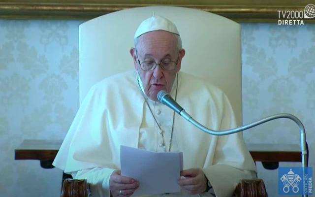 Il Papa taglia gli stipendi ai cardinali del 10%