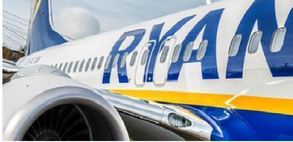 Volo Ryanair tarda di 12 ore e il genitore perde la laurea del figlio