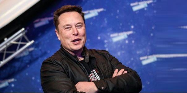 ElonMusksi è fatto incoronare 'Tecnoking'