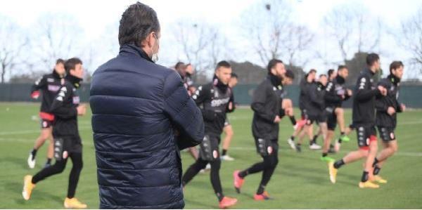Bari, allenamento sotto gli occhi del presidente