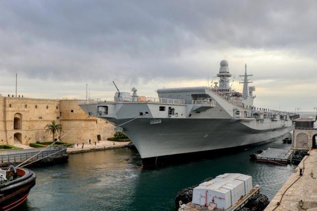 Taranto, la portaerei Cavour conclude prove in mare con gli F35