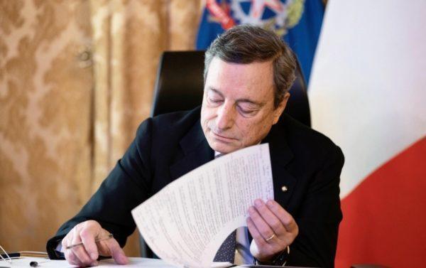 Draghi, con l'accelerazione del piano vaccini la via d'uscita non e' lontana