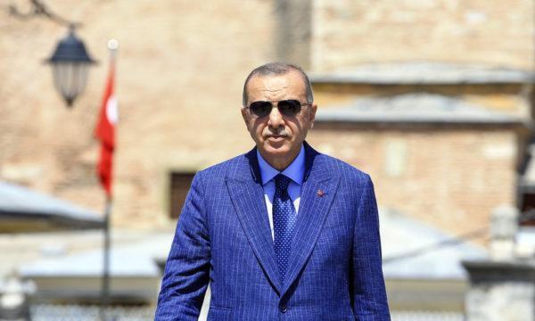 Erdogancaccia il governatoree la lira turca crolla