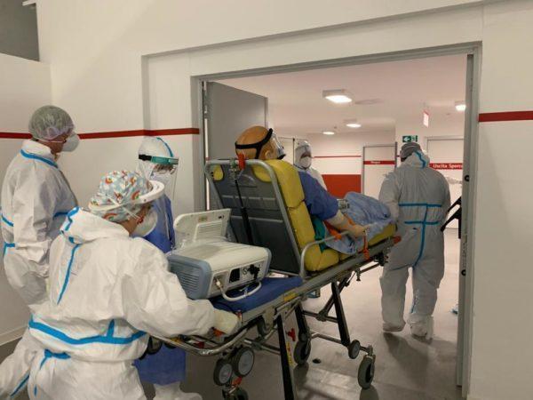 Esercitazione di trasferimento pazienti dal Policlinico alla struttura in Fiera del Levante