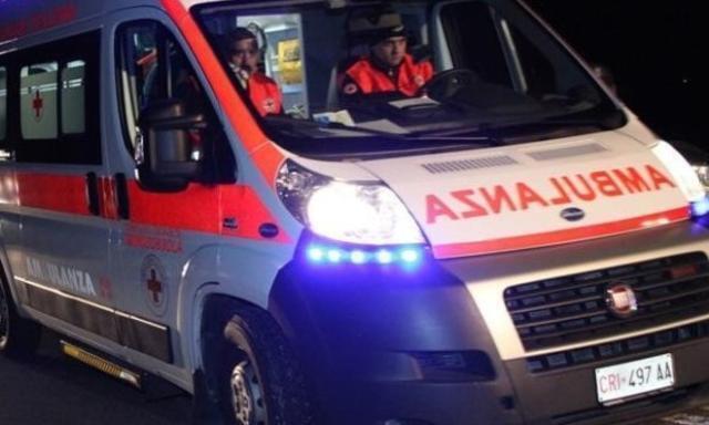 Un uomo è gravemente ustionato per un incendio scoppiato in un distributore di benzina