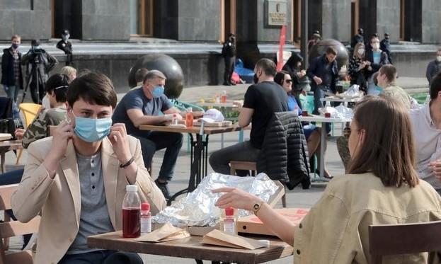 Italia verso le riaperture, ma il coprifuoco resta per tutto maggio