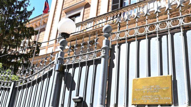 """L'ufficiale di Marina che ha venduto segreti ai russi ha detto di essere """"frastornato"""""""