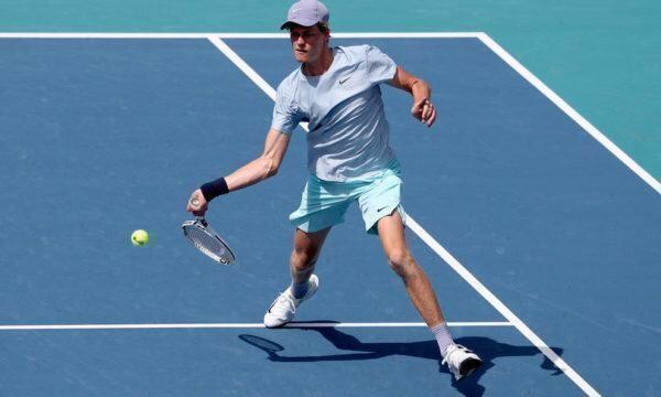 Tennis: Jannik Sinnerperde la finale delMiamiOpen