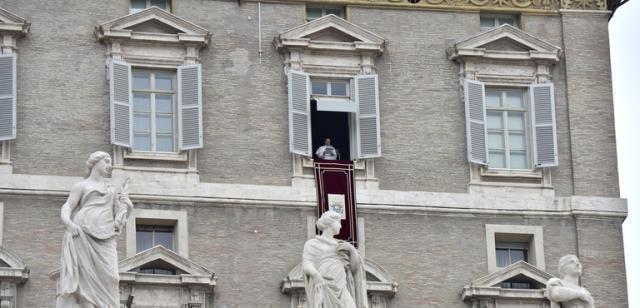 """""""Lo stupore è lo stato d'animo di chi guarda Dio"""", dice Papa Francesco"""