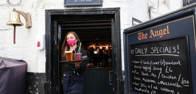 L'Inghilterra riapre pub, negozi e palestre