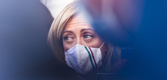 """La fiaccolata di Fratelli d'Italia contro il coprifuoco. Meloni: """"È devastante"""""""