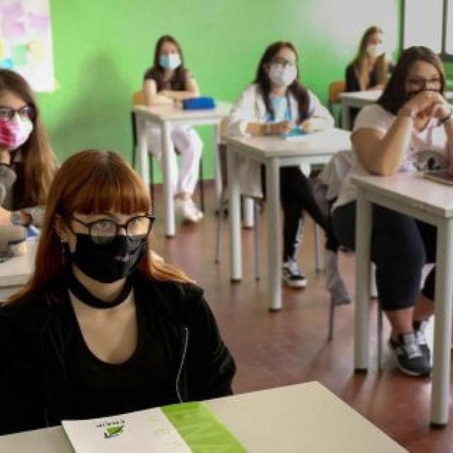 Scuola e Covid in Puglia: oltre 1.100 contagi tra alunni dal 6 al 17 aprile