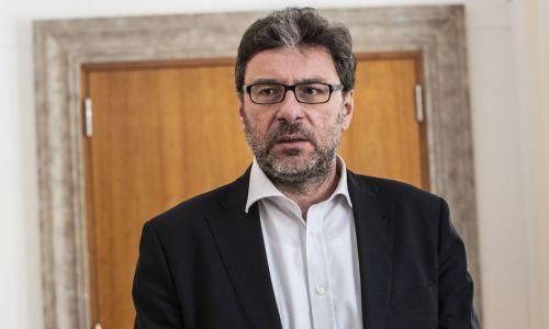 """Giorgetti: """"Penso che questa settimana sarà decisiva per Alitalia"""""""