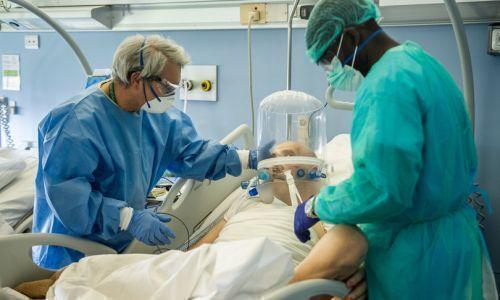 Tosse e starnuti più pericolosi dell'ossigenoterapia per i contagi negli ospedali