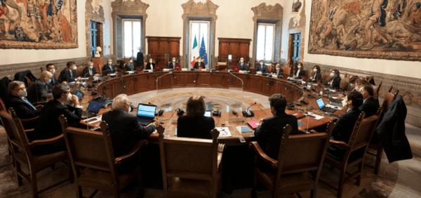 Il Consiglio dei ministri fissa le regole per le riaperture dal 26 aprile al 31 luglio