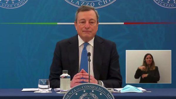 """Il governo Draghi e il """"pass"""" tra regioni di diverso colore: l'ultima follia"""