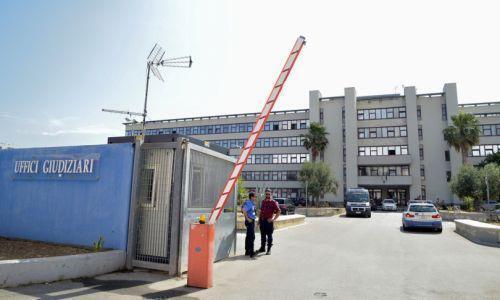 Tangenti per far scarcerare mafiosi: giudice e avvocato 'in affari' a Bari