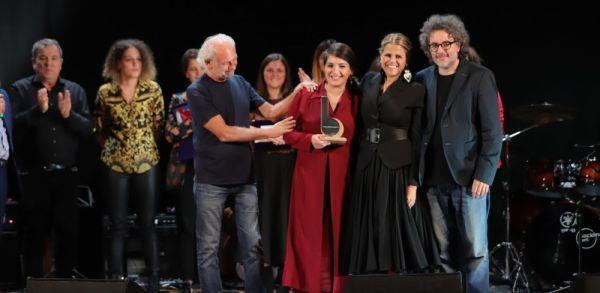 Scade il 30 aprile bando del 17° premio Bianca D'Aponte per cantautrici