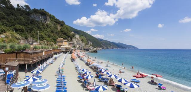 Riaprono le spiagge, tornano bagnanti e turisti