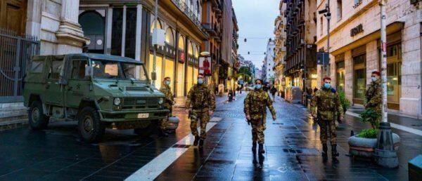 """Due soldati del 7° Rgt. Bersaglieri di Altamura in missione """"Strade sicure"""" nel Napoletano bloccano un rapinatore"""