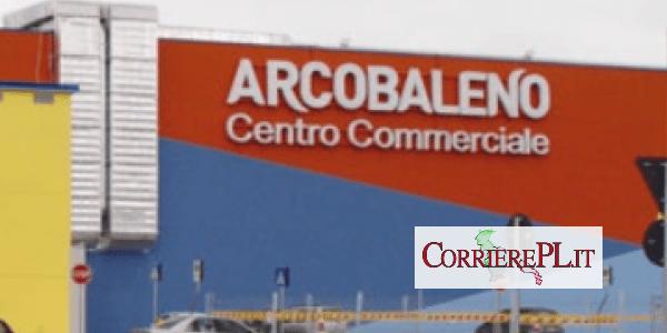 MELFI – Centro Commerciale Arcobaleno partecipa alla protesta: Chiudiamo perché vogliamo aprire