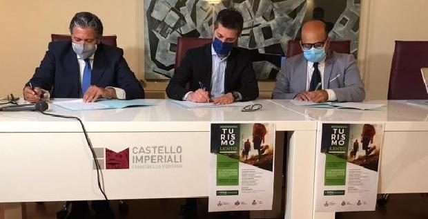 Villa Castelli sigla il protocollo d'intesa per il turismo lento