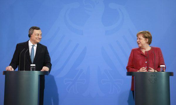 Draghi e Merkel a Berlino, uniti su (quasi) tutto, divisi dal calcio